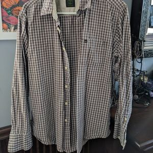 Men's casual button-up shirt